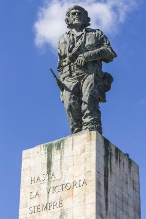 https://imgc.allpostersimages.com/img/posters/statue-of-che-ernesto-guevara-on-his-mausoleum_u-L-PQ8V6H0.jpg?artPerspective=n