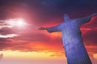 https://imgc.allpostersimages.com/img/posters/statue-of-christ-the-redeemer-at-sunset-corcovado-rio-de-janeiro-brazil-south-america_u-L-PQ8NRN0.jpg?artPerspective=n