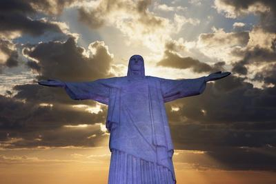 https://imgc.allpostersimages.com/img/posters/statue-of-christ-the-redeemer-at-sunset-corcovado-rio-de-janeiro-brazil-south-america_u-L-PQ8NRZ0.jpg?p=0