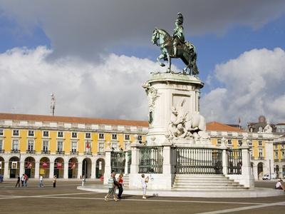 https://imgc.allpostersimages.com/img/posters/statue-of-dom-jose-in-praca-do-comercio-baixa-district-lisbon-portugal-europe_u-L-PFNFGK0.jpg?p=0