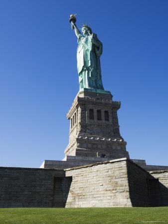 https://imgc.allpostersimages.com/img/posters/statue-of-liberty-liberty-island-new-york-city-new-york-usa_u-L-P1KD7K0.jpg?p=0