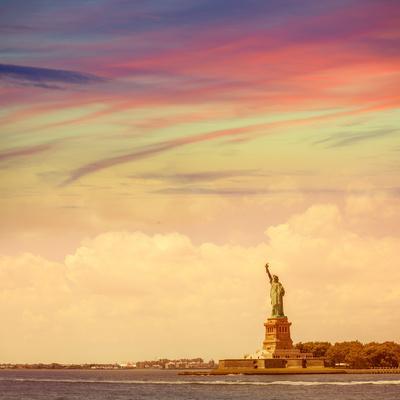 https://imgc.allpostersimages.com/img/posters/statue-of-liberty-new-york-american-symbol-usa-us_u-L-Q105MEN0.jpg?p=0