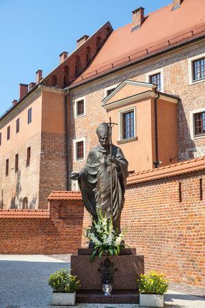 https://imgc.allpostersimages.com/img/posters/statue-of-pope-john-paul-ii_u-L-Q104KG50.jpg?p=0