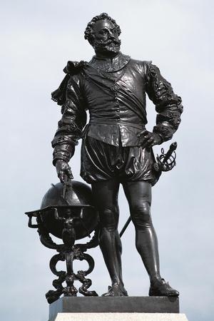 https://imgc.allpostersimages.com/img/posters/statue-of-sir-francis-drake_u-L-PP9TBG0.jpg?p=0