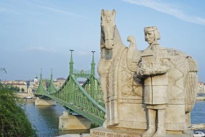 https://imgc.allpostersimages.com/img/posters/statue-of-st-stephen_u-L-PNGOTI0.jpg?p=0