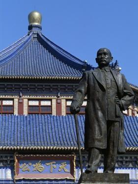 Statue of Sun Yat Sen (1866-1925)