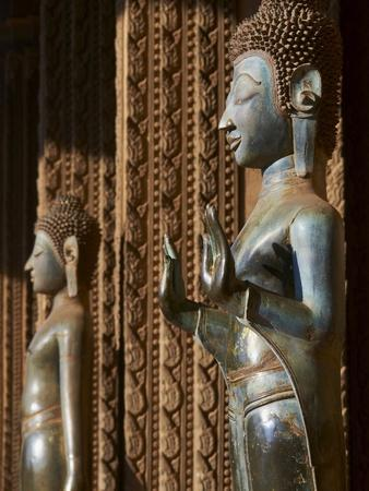 https://imgc.allpostersimages.com/img/posters/statue-of-the-buddha-haw-pha-kaeo-vientiane-laos-indochina-southeast-asia-asia_u-L-PFKWQZ0.jpg?p=0