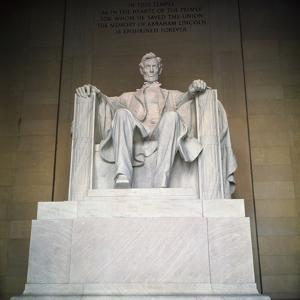 Statue of the Lincoln Memorial