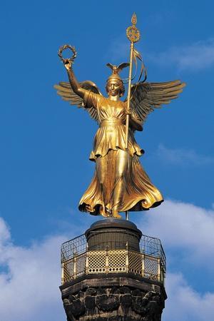 https://imgc.allpostersimages.com/img/posters/statue-of-winged-victory_u-L-PP9SB80.jpg?p=0