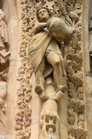 https://imgc.allpostersimages.com/img/posters/statues-notre-dame-de-reims-cathedral-reims-marne-champagne-ardenne-france_u-L-Q1GYHGH0.jpg?artPerspective=n
