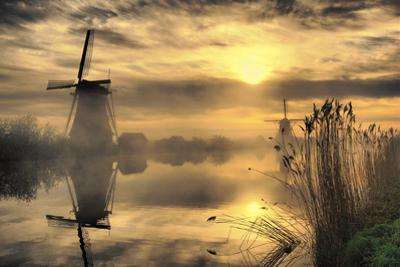 Kinderdijk before Daybreak by StehliBela-alias-scarbody