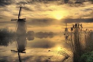 Kinderdijk before Daybreak by StehliBela-alias-scarbody