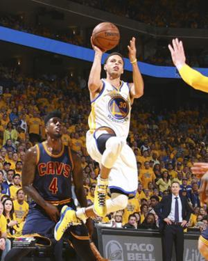 Stephen Curry Shooting the Ball Game 1 of the 2015 NBA Finals