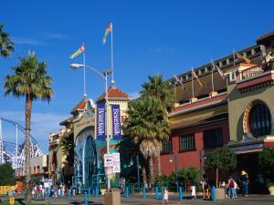 Santa Cruz Beach Boardwalk and Seaside Amusement Centre, Santa Cruz, California, USA by Stephen Saks