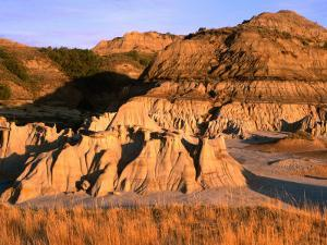 South Unit Area in Badlands, Theodore Roosevelt National Park, North Dakota, USA by Stephen Saks