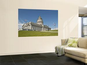State Capitol Building by Stephen Saks