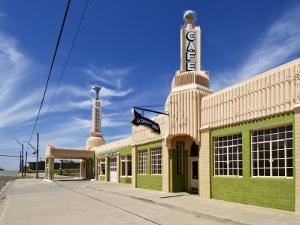 U-Drop Inn, Art Deco Petrol Station and Coffee Shop, on Old Route 66 by Stephen Saks