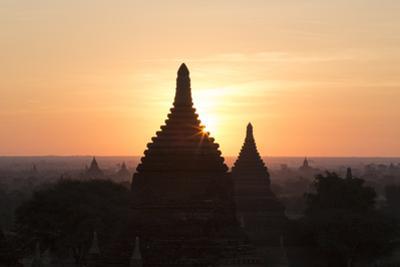 Temples, Bagan (Pagan), Myanmar (Burma) by Stephen Studd