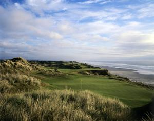 Pacific Dunes Golf Course, Hole 11 by Stephen Szurlej