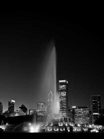Chicagos Buckingham Fountain, Black & White, Port