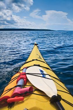 Sea Kayaking by Steve Gadomski
