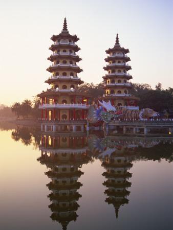 Taiwan, Kaohsiung, Lotus Lake, Dragon and Tiger Pagodas
