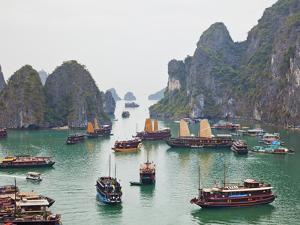 Vietnam, Halong Bay by Steve Vidler