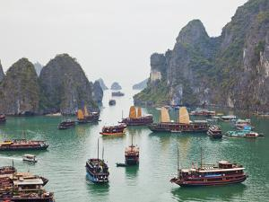 Vietnam, Halong Bay by Steve Vidler