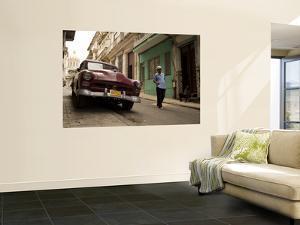 Street in Old Havana by Steven Greaves