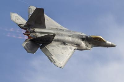 A U.S. Air Force F-22 Raptor Makes a Fast Flyby