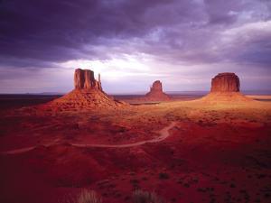 Storm Monument Valley UT \ AZ USA