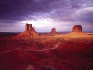 Storm Monument Valley UT \ AZ USA