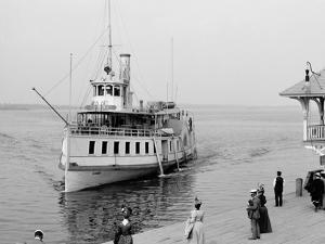 Str. Islander Nearing Frontenac Wharf, Round Island, N.Y.