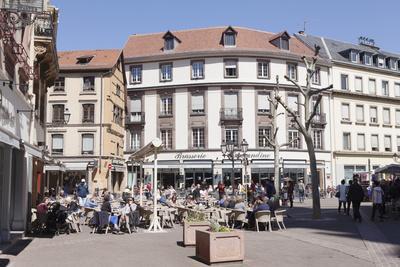 https://imgc.allpostersimages.com/img/posters/street-cafe-place-de-la-cathedrale-colmar-alsace-france-europe_u-L-PWFSU40.jpg?p=0