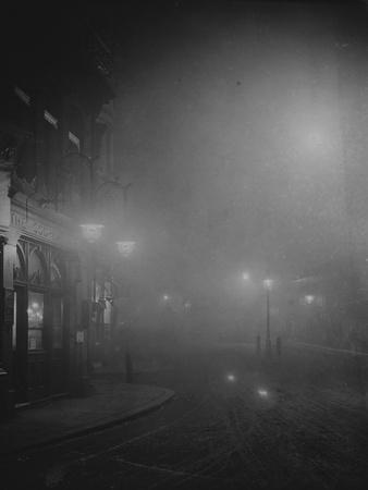 https://imgc.allpostersimages.com/img/posters/street-lights-in-fog_u-L-PZN8UR0.jpg?p=0