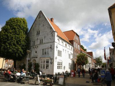 https://imgc.allpostersimages.com/img/posters/street-scene-in-tonder-jutland-denmark-scandinavia-europe_u-L-P91FLB0.jpg?p=0