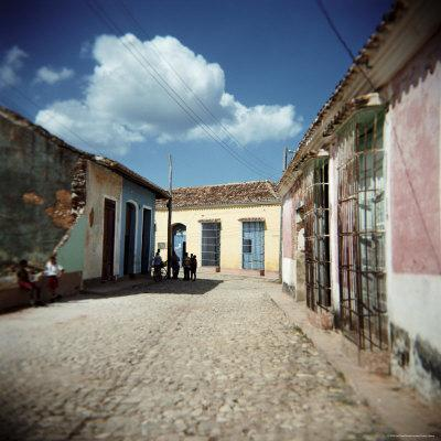 https://imgc.allpostersimages.com/img/posters/street-scene-with-colourful-houses-trinidad-cuba-west-indies-central-america_u-L-P2QT330.jpg?p=0