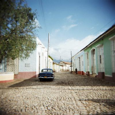 https://imgc.allpostersimages.com/img/posters/street-scene-with-colourful-houses-trinidad-cuba-west-indies-central-america_u-L-P2QT4N0.jpg?artPerspective=n