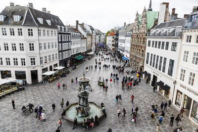 https://imgc.allpostersimages.com/img/posters/stroget-the-main-pedestrian-shopping-street-copenhagen-denmark-scandinavia-europe_u-L-PXXSXH0.jpg?p=0