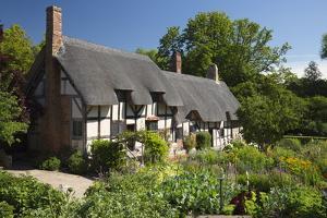 Anne Hathaway's Cottage, Stratford-Upon-Avon, Warwickshire, England, United Kingdom, Europe by Stuart Black