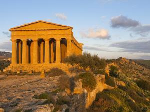 Tempio Di Concordia (Concord) at Sunset, Valle Dei Templi, UNESCO World Heritage Site, Agrigento, S by Stuart Black