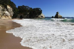 Breaking Wave at Cathedral Cove by Stuart