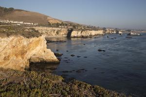 Rocky Coastline Looking Towards Pismo Beach by Stuart