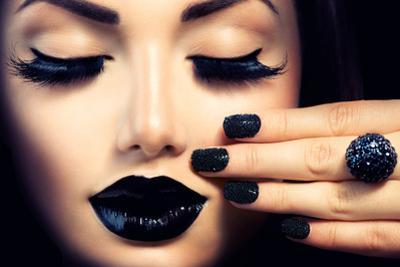 Beauty Fashion Model Girl with Black Make Up, Long Lushes