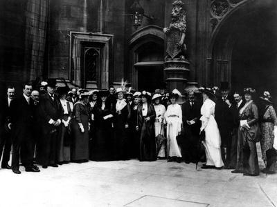 https://imgc.allpostersimages.com/img/posters/suffrage-delegation-1914_u-L-Q1077CV0.jpg?artPerspective=n