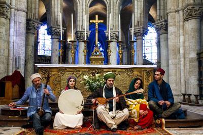 https://imgc.allpostersimages.com/img/posters/sufi-music-band-at-sufi-muslim-wedding-in-st-nicolas-s-catholic-church-blois-loir-et-cher_u-L-Q1GYIBF0.jpg?artPerspective=n
