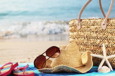 https://imgc.allpostersimages.com/img/posters/summer-beach-bag-with-straw-hat-towel-sunglasses-and-flip-flops-on-sandy-beach_u-L-Q103S1T0.jpg?p=0