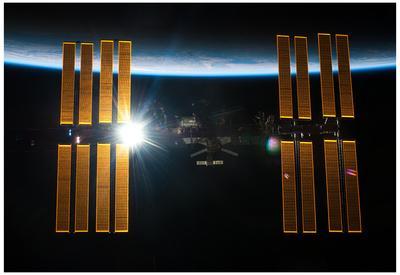 https://imgc.allpostersimages.com/img/posters/sun-behind-international-space-station-2011-photo-poster_u-L-F59BYN0.jpg?artPerspective=n