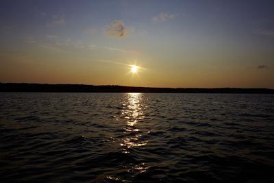 https://imgc.allpostersimages.com/img/posters/sundown-lake-sweden_u-L-Q1EXUXG0.jpg?artPerspective=n