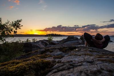 https://imgc.allpostersimages.com/img/posters/sundown-stora-le-lake-sweden_u-L-Q1EXU630.jpg?artPerspective=n